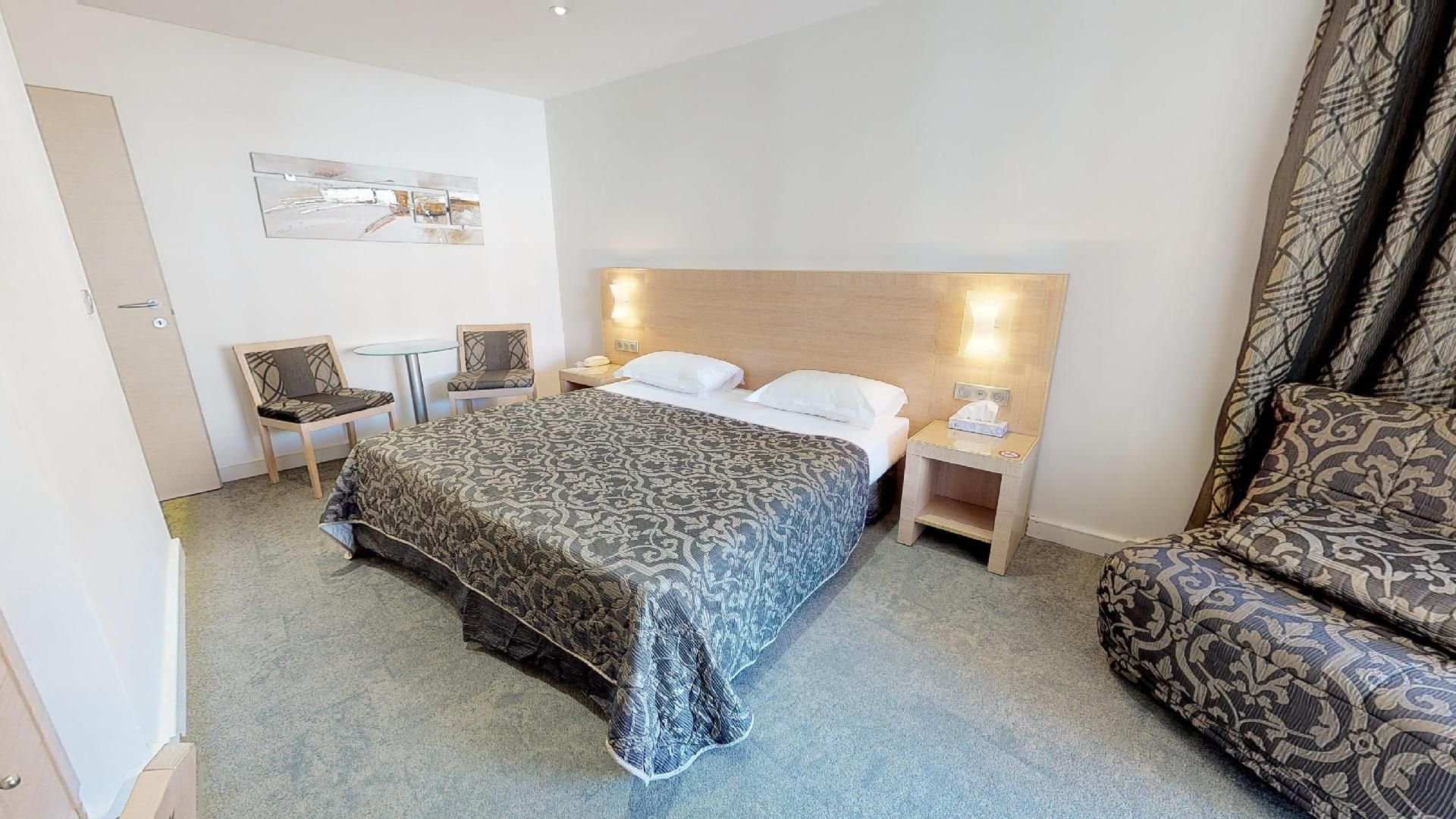 Tele Salle De Bain chambre hotel calvi le rocher | hébergement calvi balagne corse